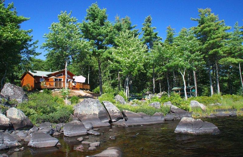 House Eagle Cove - Cottage direkt am Ufer das Ponhook Lake, alquiler de vacaciones en Greenfield