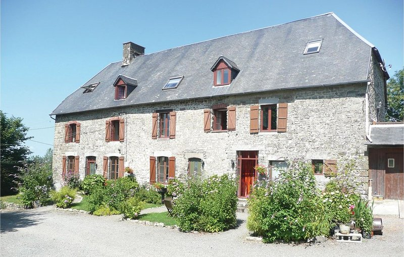 3 Zimmer Unterkunft in Maupertuis, vacation rental in Montaigu-les-Bois