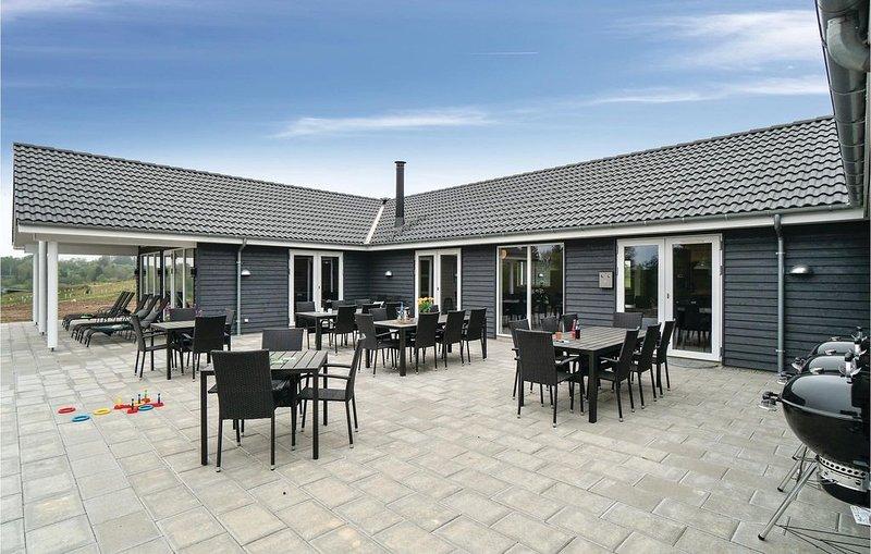 12 Zimmer Unterkunft in Spøttrup, casa vacanza a Hvalpsund