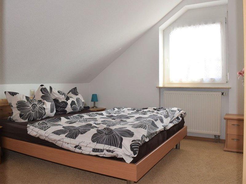 2-Zimmerferienwohnung, 44qm, 1 Schlafraum, Balkon, max. 2 Personen, vacation rental in Stockach