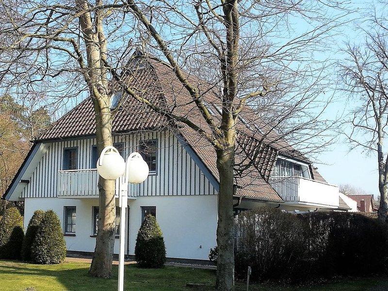 Helle waldnahe Wohnung im Eichenpark Prerow, 2 Pers., WLAN, Süd-West-Balkon, holiday rental in Ostseebad Prerow