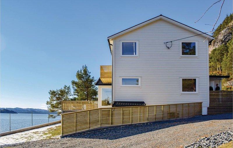 9 Zimmer Unterkunft in Florø, holiday rental in Flora Municipality