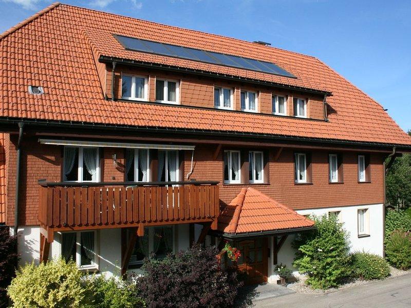 Ferienwohnungen **** in ruhiger, zentraler Lage in Hinterzarten, inkl. WLAN, casa vacanza a Saig