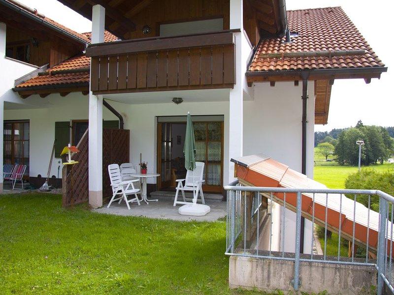 komfortable 3-Sterne Ferienwohnung, 2 Gehmin. zum Strandbad, holiday rental in Nesselwang
