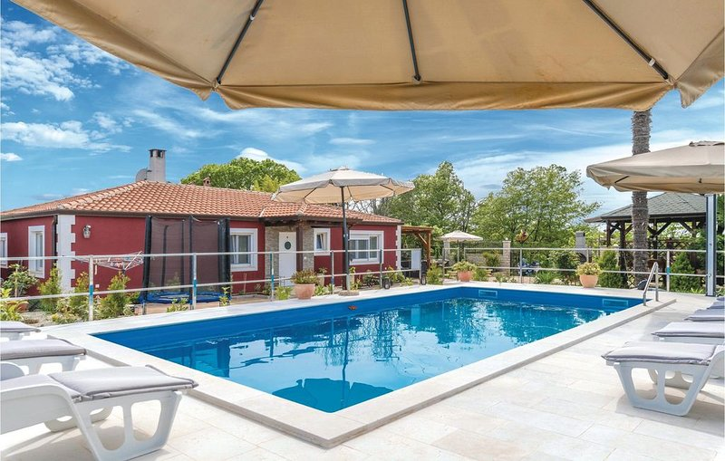 4 Zimmer Unterkunft in Novigrad, holiday rental in Fiorini