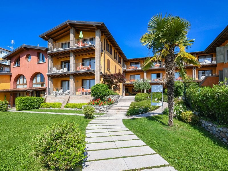 Two Bedroom apt. Superior with private garden and lake view, vacation rental in Moniga del Garda