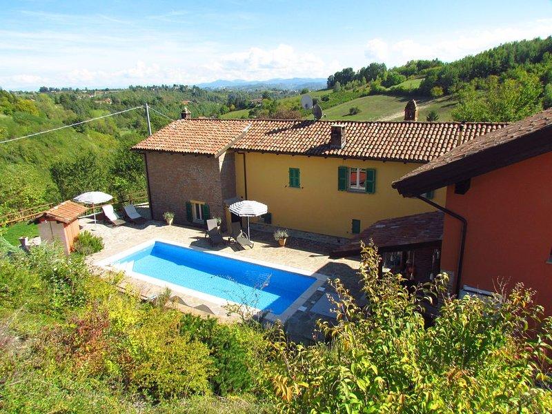 Neu renoviertes Weinbauernhaus mit 3 Suiten (max. 6 P.) und privatem Pool, casa vacanza a Bistagno
