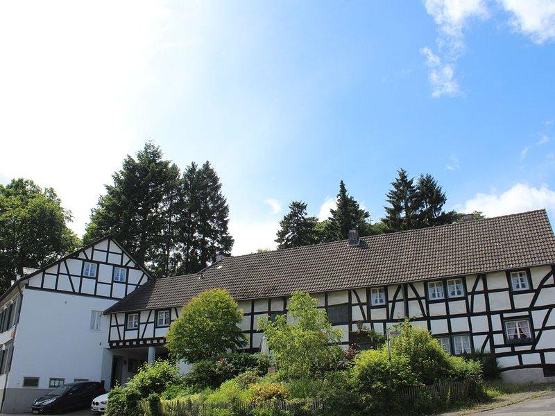 Ferienhaus, 150qm, 3SZ, 10Pers., Kicker + Ferienwohnung, 60qm, 2SZ, 6Pers, holiday rental in Hellenthal