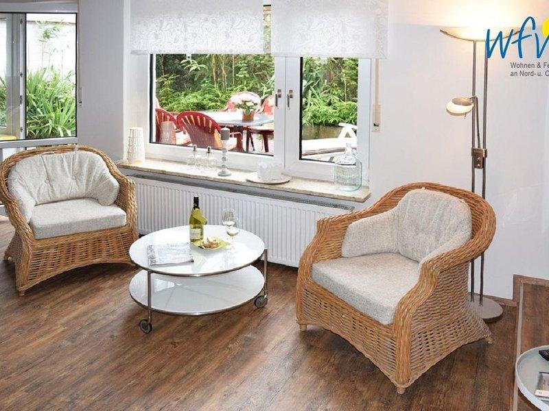 Komfortable Ferienwohnung mit zwei separaten Schlafzimmern und Terrasse!, holiday rental in Borkum
