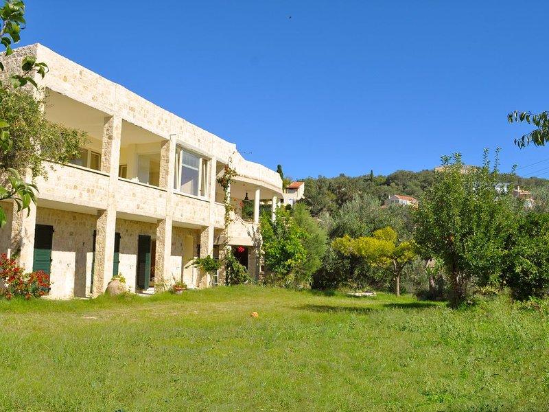 Casa aconchegante em um local tranquilo e ensolarado, a apenas 1 km da praia de Pelekas