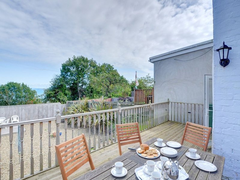 An old terraced cottage, close to the centre of the popular seaside town of New, vacation rental in New Quay