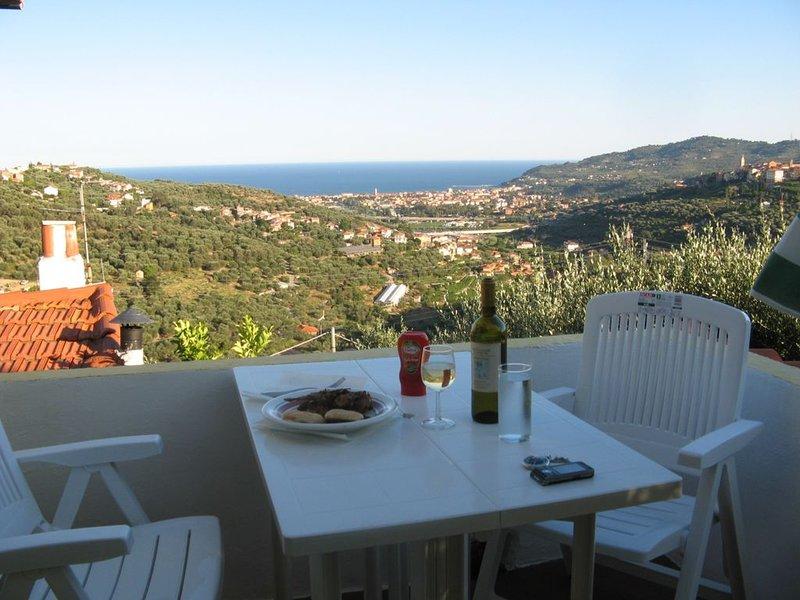 Ferienhaus im Olivenhain mit schönem Meerblick, vacation rental in Diano Borello