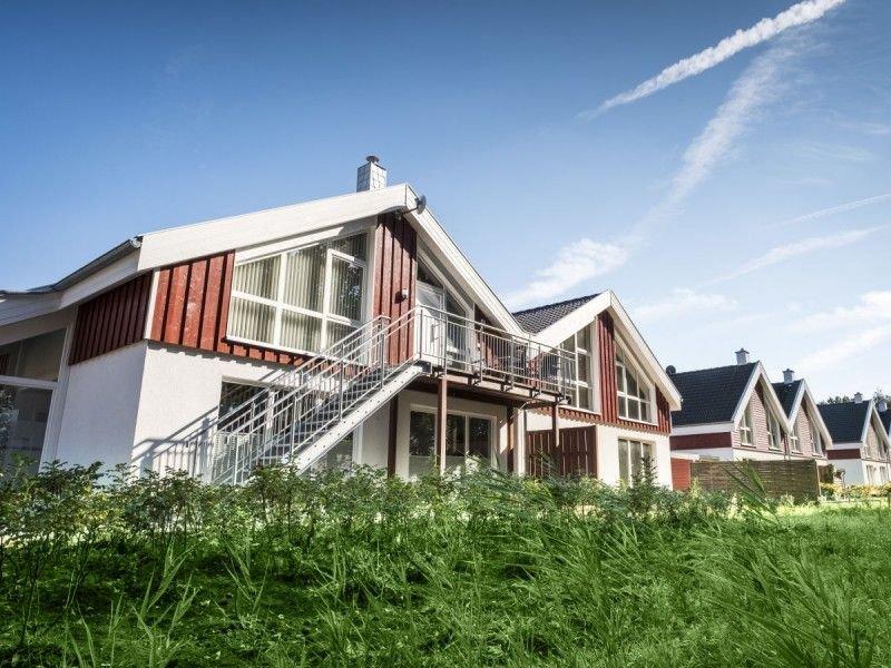 Moderne kinderfreundliche Ferienwohnung am See, holiday rental in Uelsen