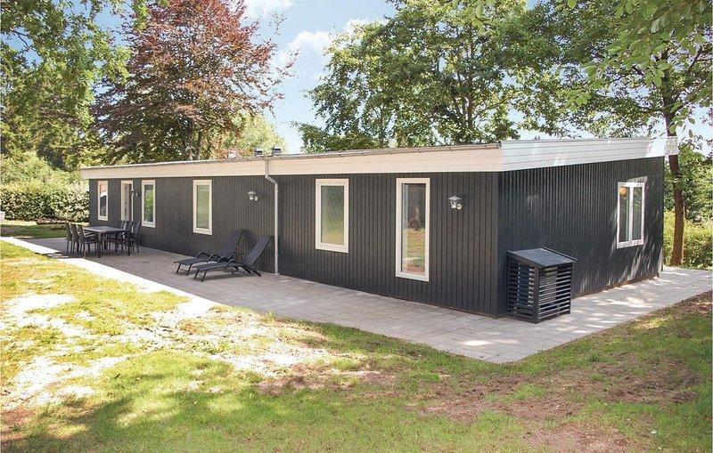 3 Zimmer Unterkunft in Rønde, holiday rental in Foelle Strand