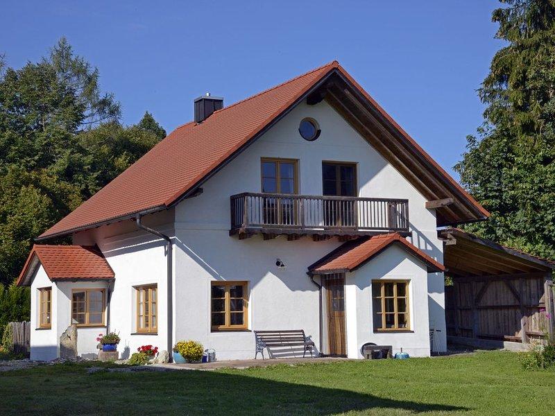 Helles Ferienhaus auf Waldlichtung, holiday rental in Feldafing