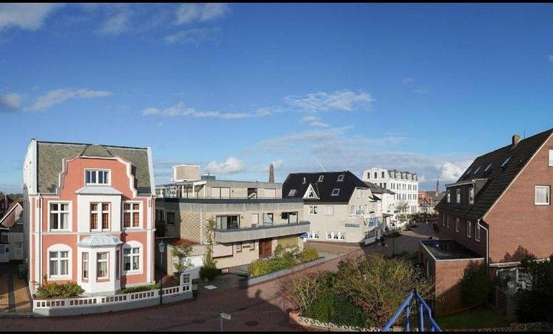 Sonnige Dachterrasse mit Blick auf alle drei Leuchttürme Borkums!, location de vacances à Borkum
