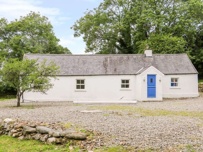 The Old White Cottage, SHILLELAGH, COUNTY WICKLOW, holiday rental in Donard