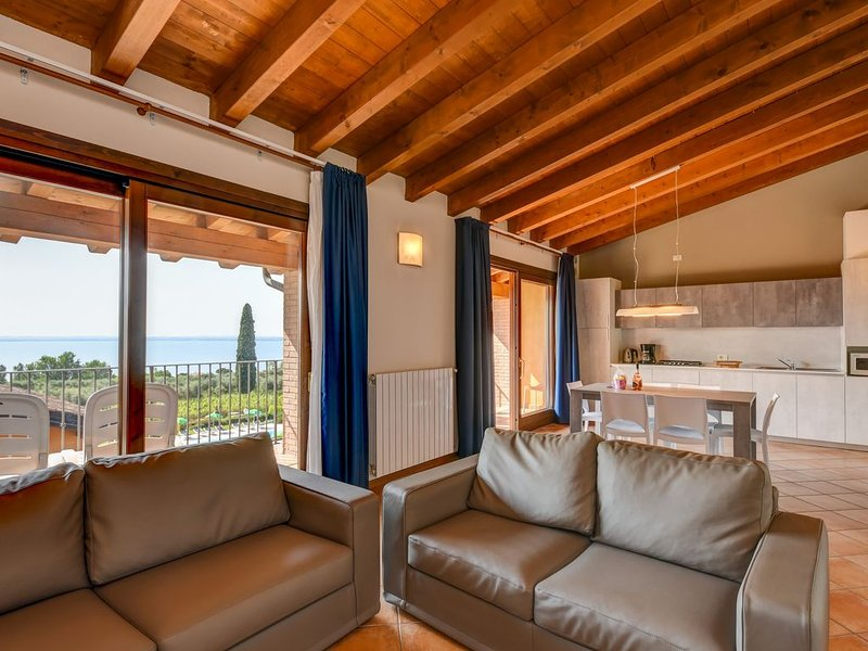Two Bedroom apt. Elegance with balcony and lake view, holiday rental in Moniga del Garda