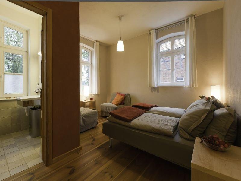 Ferienhaus, mit 240 qm, max. 24 Personen, aluguéis de temporada em Havelberg