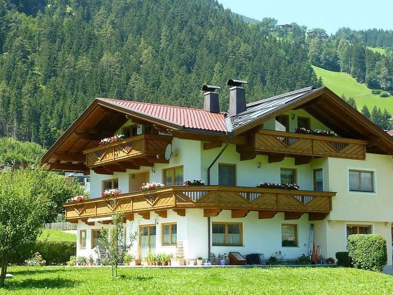 Ferienwohnung mit traumhaftem Ausblick und großem Balkon., location de vacances à Schwendau