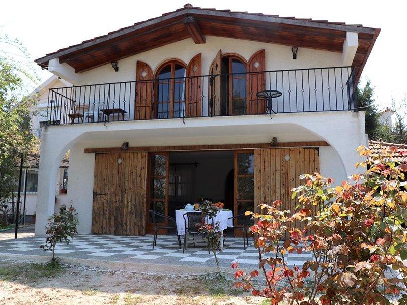 Ferienhaus in idyllischer Lage, nahe zum Strand | Chalkoutsi, Attika, holiday rental in Skala Oropou