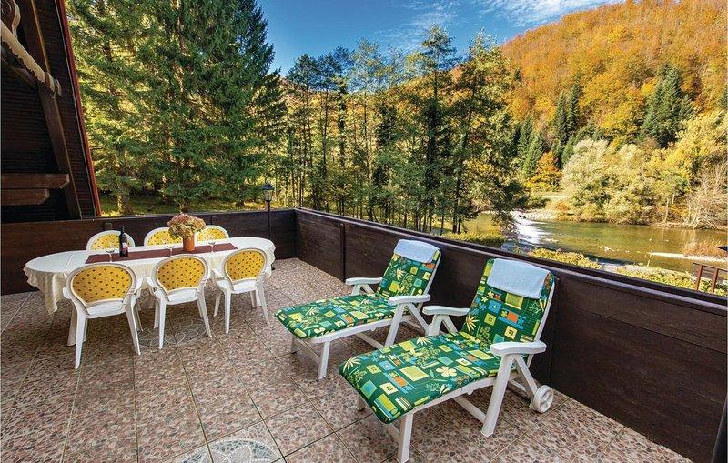 2 Zimmer Unterkunft in Brod na Kupi, holiday rental in Cabar