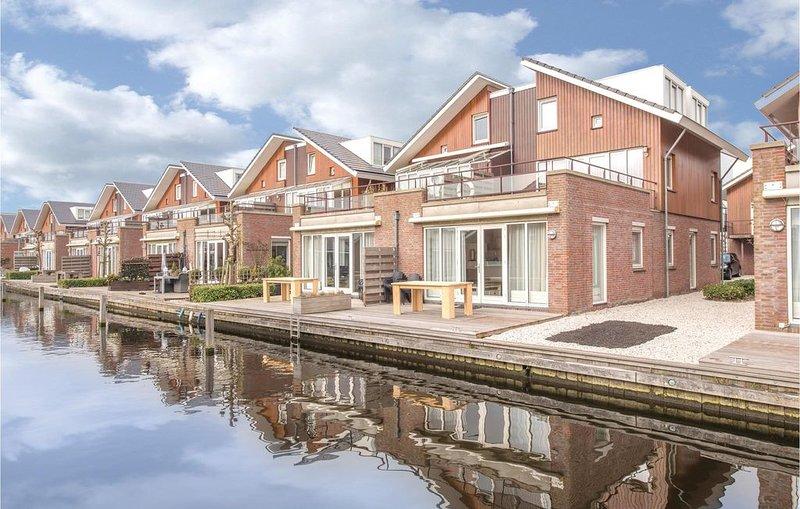 3 Zimmer Unterkunft in Uitgeest, holiday rental in Velsen