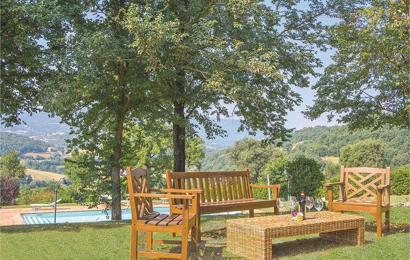 Schönes Ferienhaus mit weitläufigem Garten und Pool, Ferienwohnung in Pistrino