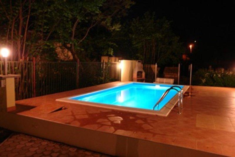 eigenes Ferienhaus mit Pool für 7 150 m vom Strand, im Stadtzentrum, aluguéis de temporada em Siofok