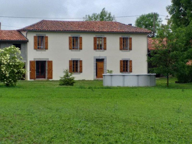 Loue maison de campagne rénovée, holiday rental in Saint-Laurent-de-Neste