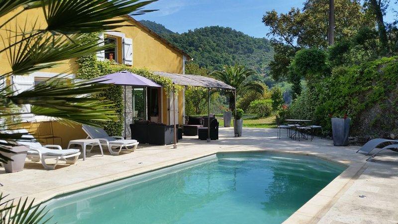 Villa tout confort avec piscine privée et jardin, à 15mn de la mer., holiday rental in Tanneron