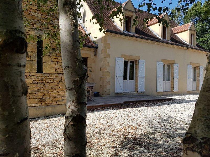 Maison luxueuse proche Sarlat, holiday rental in Orliaguet