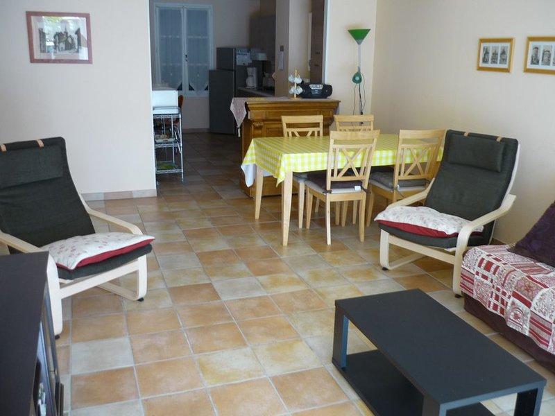 F3, 85m2, RDC résidence en plein centre de Bagnères-de-Bigorre, location de vacances à Uzer