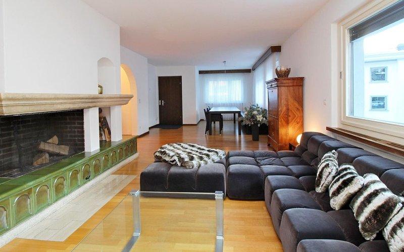 Grosszügige Wohnung und die ganze Infrastruktur vor der Haustüre, location de vacances à Engadin St. Moritz