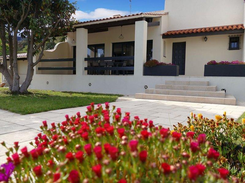 Villa familiale avec piscine située au calme, 10 personnes, La Cadière d'Azur, holiday rental in La Cadiere d'Azur