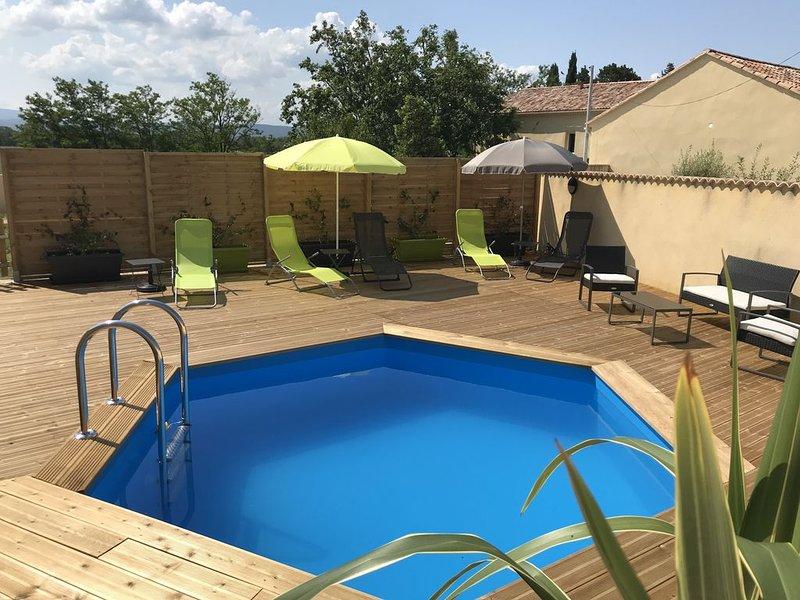 Gîte de Sommelonge en Drôme Provençale avec piscine privée, holiday rental in Pierrelatte
