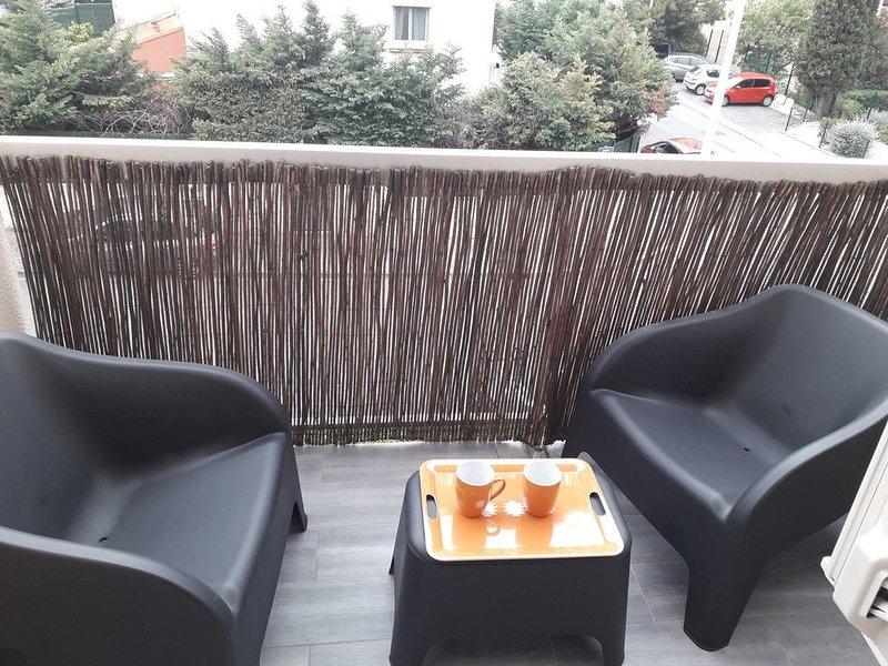 Charmant studio climatisé avec balcon et parking, location de vacances à Baho