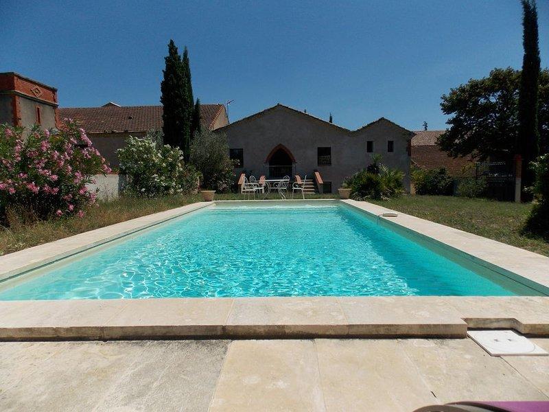 Maison de caractère 6 pièces avec piscine, jardin clos dans domaine, holiday rental in Maraussan