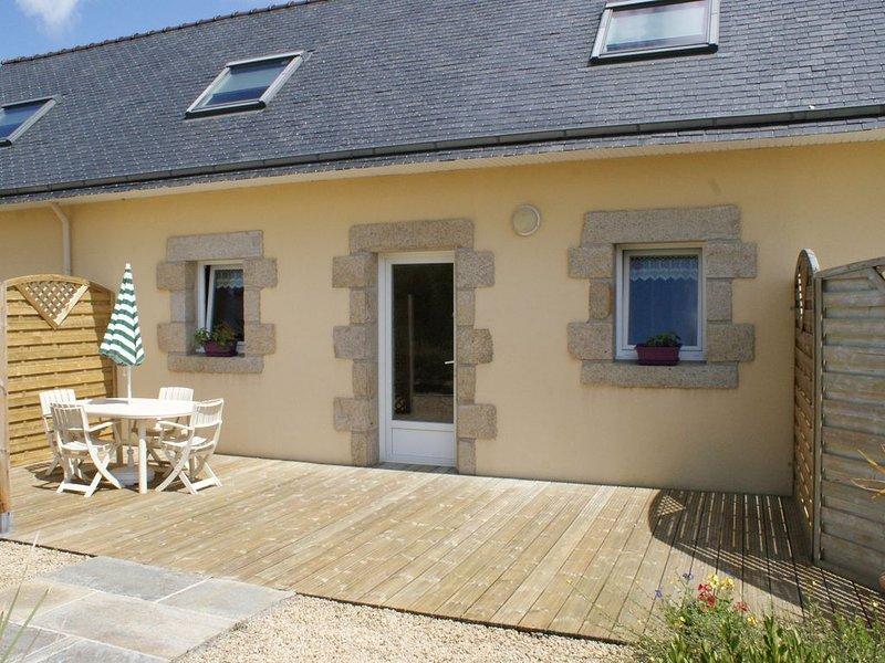 LAN   02   Maison avec piscine chauffée et à proximité des plages à Lannilis, vacation rental in Plouguin
