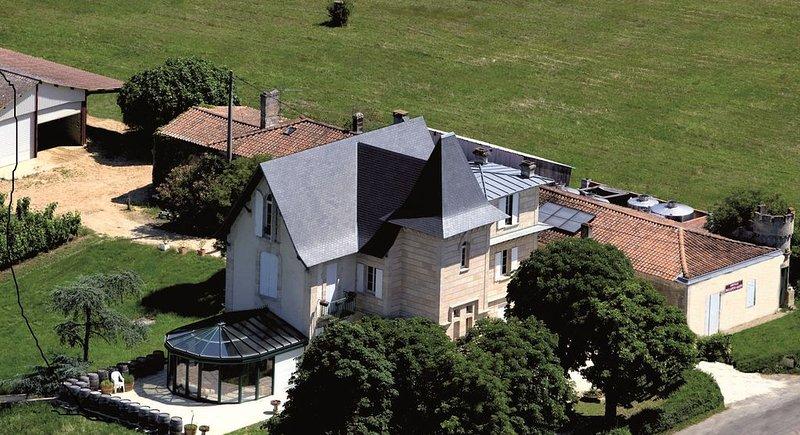 Chambres d'hôtes Château Bellevue-Gazin, holiday rental in Berson