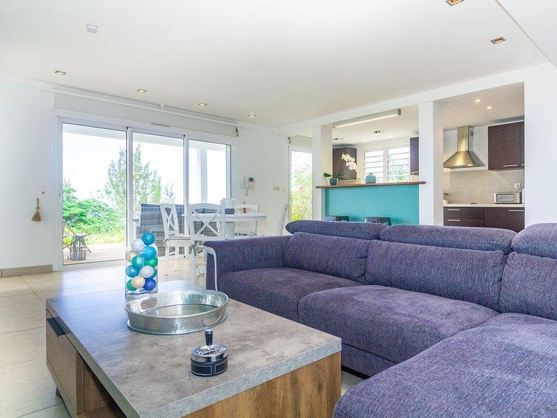 Belle villa avec vue mer à Bellepierre - proche du CHU, holiday rental in Saint-Denis
