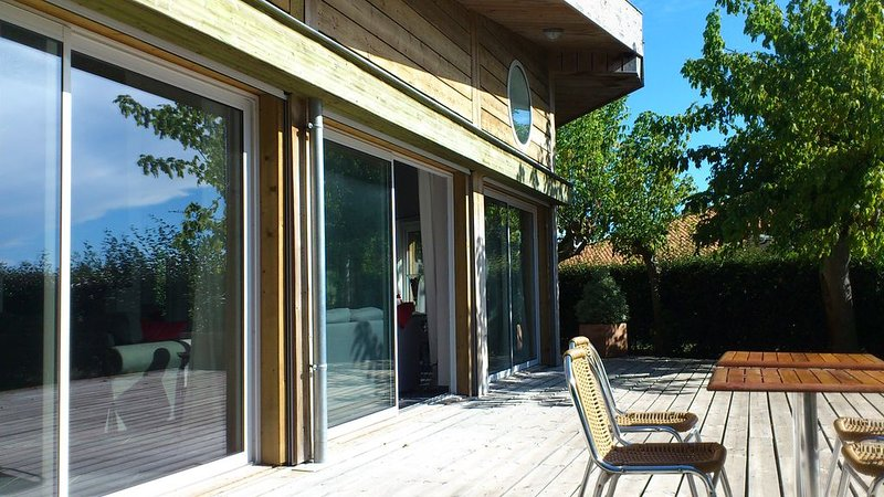 OFFRE EXCEPTIONNELLE   Villa de charme, au bord du lac Biscarrosse, 12 personnes, location de vacances à Biscarrosse