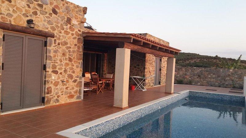 Magnifique villa en pierre, 2 chambres, 4 couchages, piscine, à 500 m de la mer – semesterbostad i Keramoti