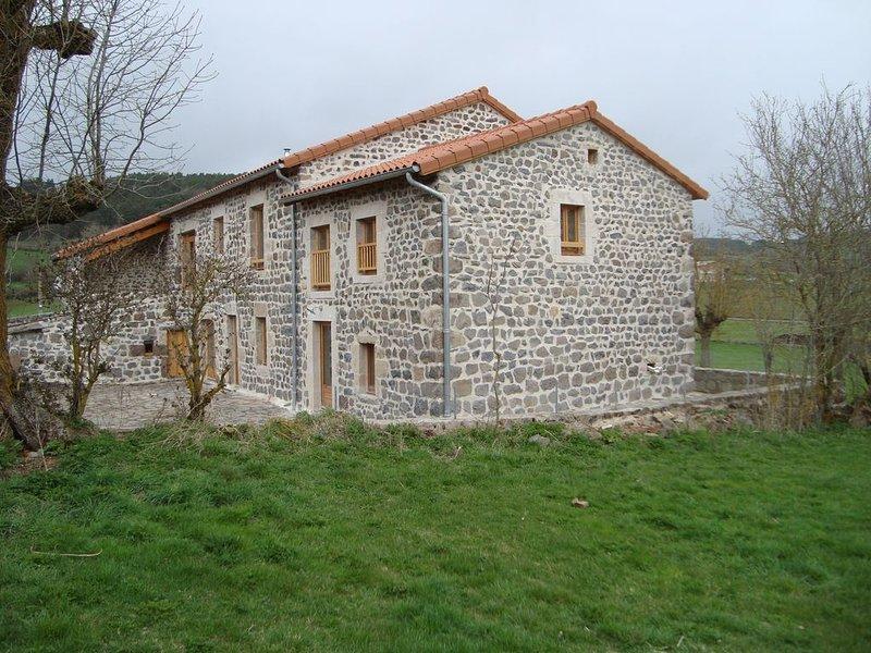 Gîte rural de Groupe - 3 épis ' L'estaou '  - 15 personnes (19 couchages), holiday rental in Coubon