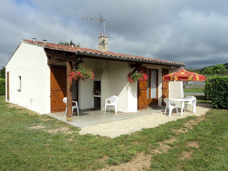 Gîte face à la cité médiévale de Puy l'Evêque, holiday rental in Puy-l'Eveque