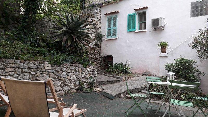 Charmante maison provençale au coeur du village, holiday rental in La Cadiere d'Azur