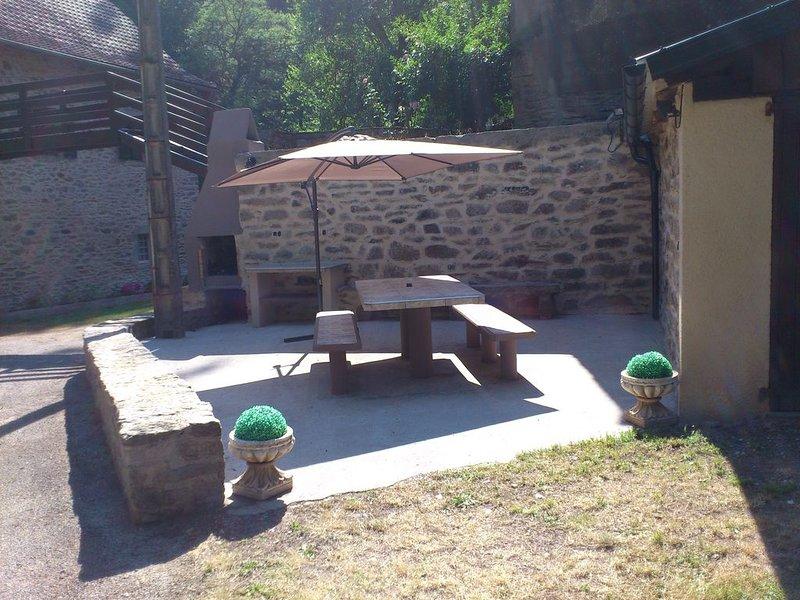 Gîte Aveyron: Moulin 4* grand confort au bord de la rivière Aveyron, vacation rental in Belcastel