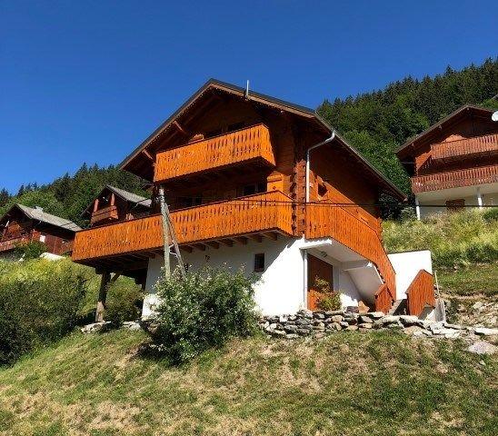 Charmant chalet individuel *** pour 6 personnes avec WIFI au Col du Corbier, holiday rental in Habere-Poche