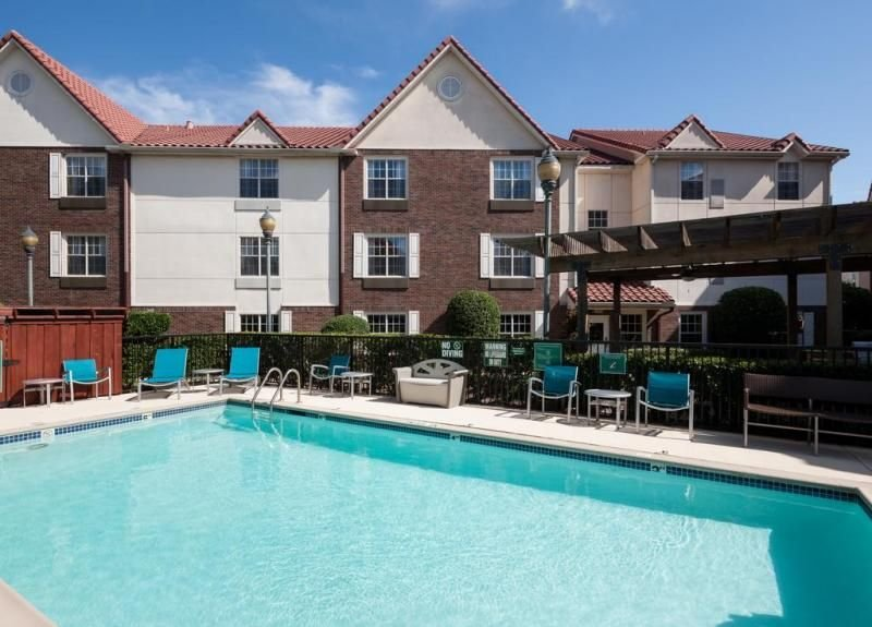 GROUP VACAY, 3 SUPER COMFY 2BR APTS FOR 15! BREAKFAST, POOL, GRILL, GYM, PARKING, location de vacances à Southlake