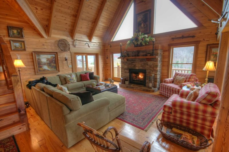 3BR Cabin, Minutes to Boone, Hot Tub, Pool Table, Fire Pit, Views, Granite, Stai, holiday rental in Vilas